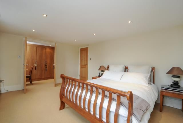 Thumbnail Flat for sale in Princess Park Manor, London