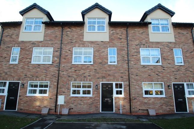 Thumbnail Town house to rent in Queens Court Road, Stoke-On-Trent