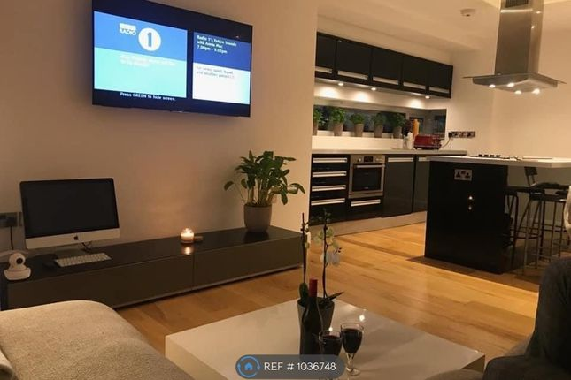 2 bed flat to rent in Wilmslow Road, Manchester M20
