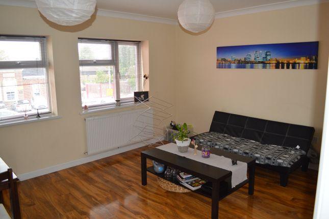 Thumbnail Flat to rent in Upminster Road South, Rainham