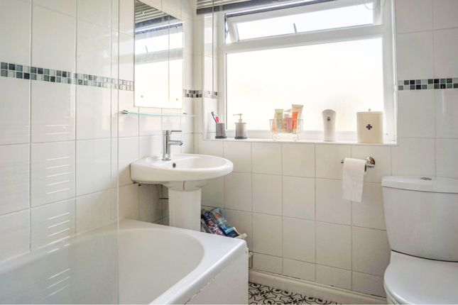Bathroom of Calverley Moor Avenue, Pudsey LS28