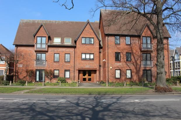 Thumbnail Flat to rent in The Embankment, Bedford
