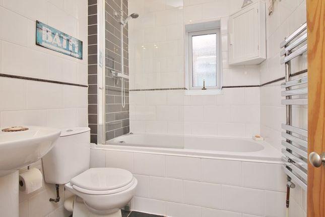 Bathroom of Fordingbridge Road, Southsea PO4