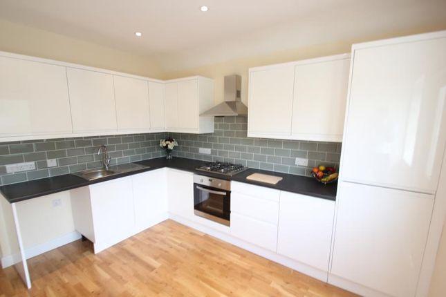 3 bed maisonette to rent in Chertsey Road, Addlestone KT15