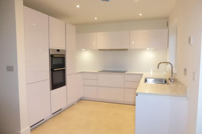 Thumbnail Property To Rent In Holland Park Exeter