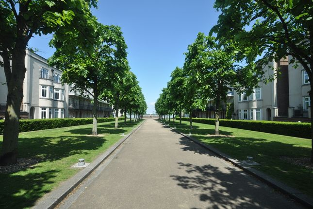 Thumbnail Town house to rent in The Boulevard, Greenhithe