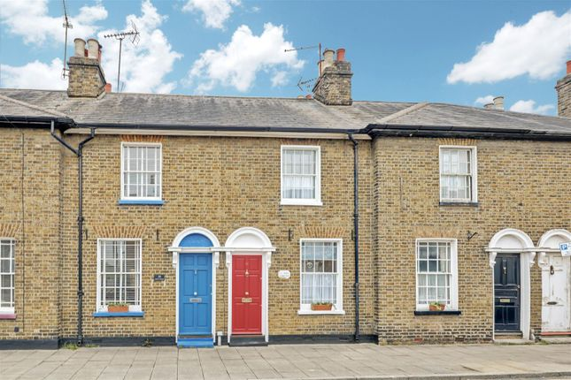 2 bed terraced house to rent in North Street, Rochford SS4