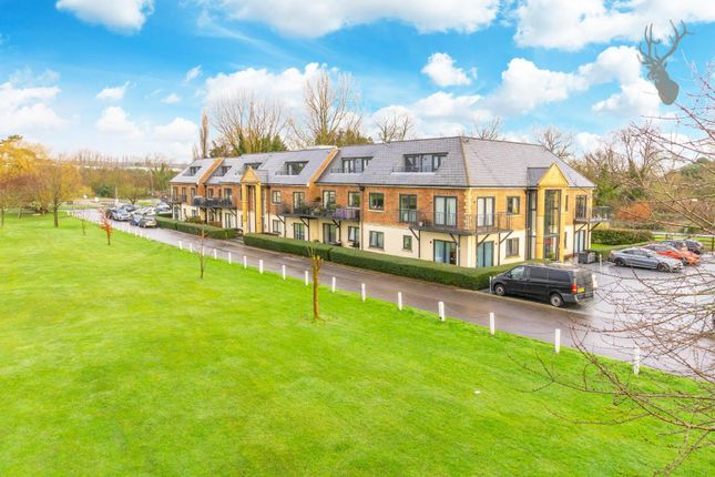 2 bed flat for sale in Abridge Road, Chigwell IG7