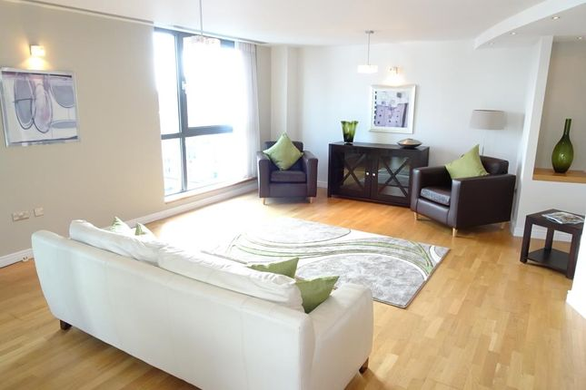 Flat to rent in Penthouse, Centenary Plaza, 18 Holliday Street