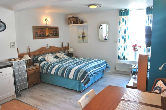 Thumbnail Flat to rent in New Parade, Worthing
