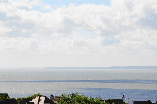 Thumbnail Flat to rent in Grand View, Leigh-On-Sea, Essex