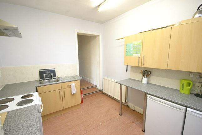 Room to rent in Tutbury Road, Burton-On-Trent, Staffordshire