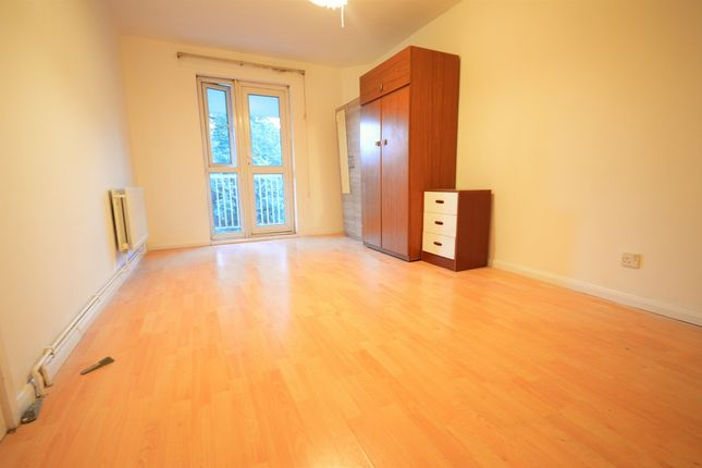 3 bed flat to rent in Kilner Street, London