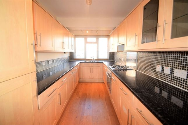Thumbnail Town house to rent in Thornlaw Road, London