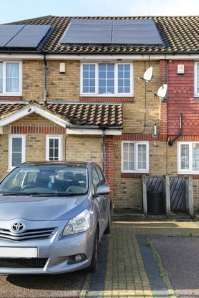 Thumbnail Terraced house to rent in Moorhen Close, Erith