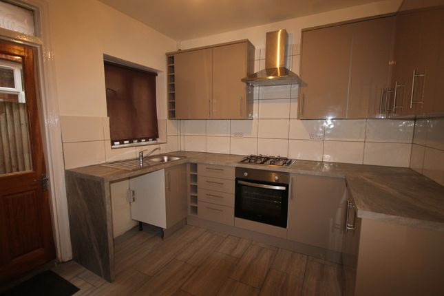 2 bed maisonette to rent in Bronhill Terrace, Lansdowne Road, London N17