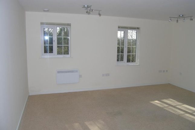 Thumbnail Flat to rent in Flowers Yard, Chippenham