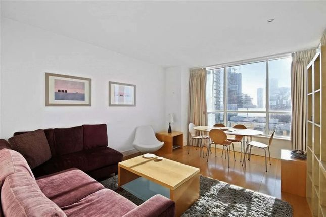 2 bed flat to rent in Belgrave Court, Canary Wharf