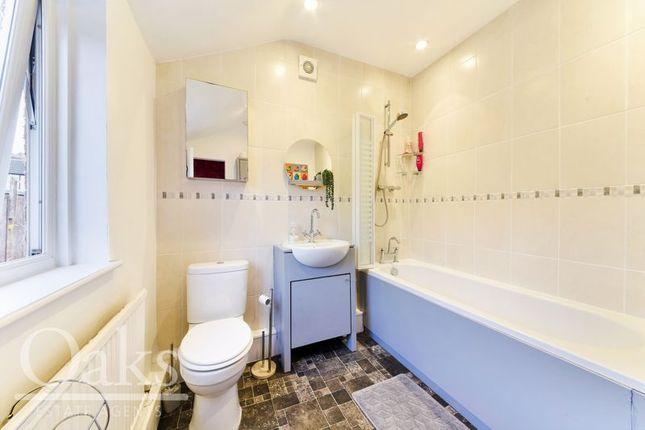 Bathroom of Tugela Road, Croydon CR0
