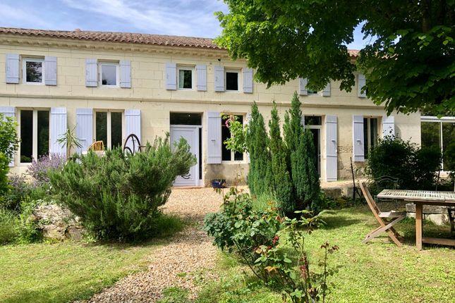 Thumbnail Villa for sale in Saint-Dizant-Du-Gua, Charente-Maritime, Nouvelle-Aquitaine