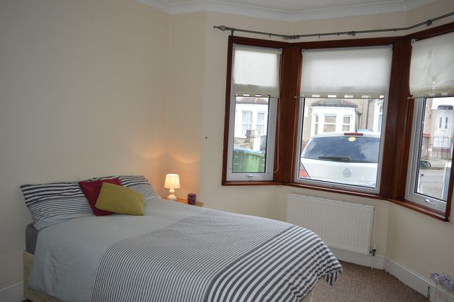 Thumbnail Room to rent in Barrington Villas, Constitution Rise, London
