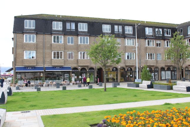 Thumbnail Flat to rent in Colquhoun Square, Helensburgh