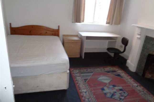 Thumbnail Terraced house to rent in Hinckley Road, Leicester