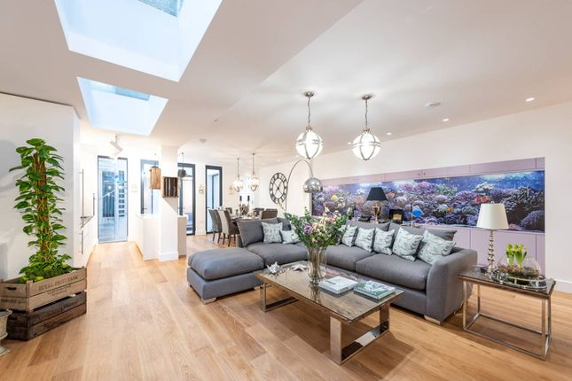 Thumbnail Flat for sale in Salcombe Gardens, Clapham Common North Side, London