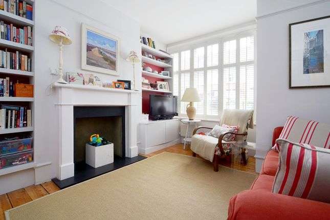 4 bed property to rent in Church Avenue, London