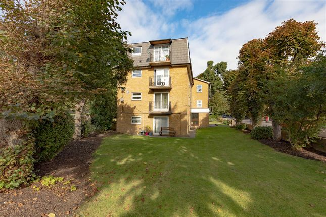2 bed flat for sale in New Wanstead, London E11