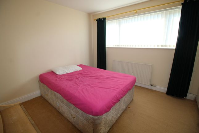 Thumbnail Room to rent in Room 2, Croydon Close, Chelyesmore, Coventry