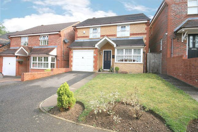 Thumbnail Detached house for sale in Willoughby Close, Dunstable, Beds