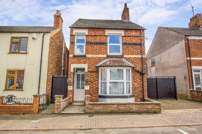 3 bed link-detached house for sale in Alexandra Street, Burton Latimer, Northamptonshire NN15
