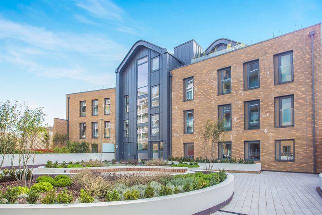 Thumbnail Flat for sale in Riverside, Kew Bridge Road, Brentford