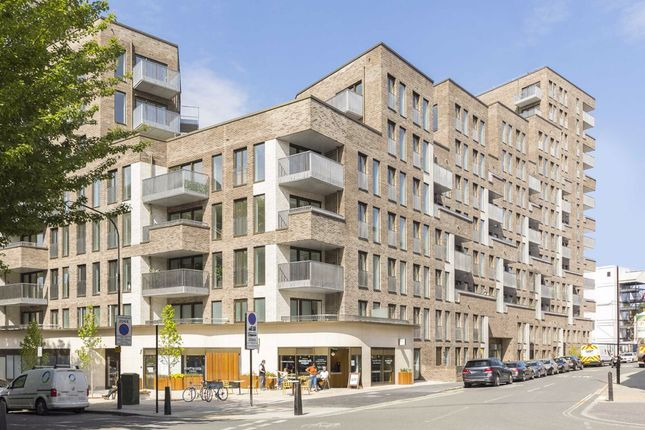 Thumbnail Flat to rent in Phoenix Place, London