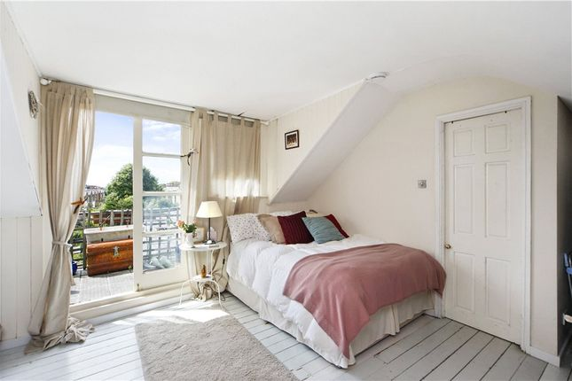 2 bed flat to rent in College Road, London