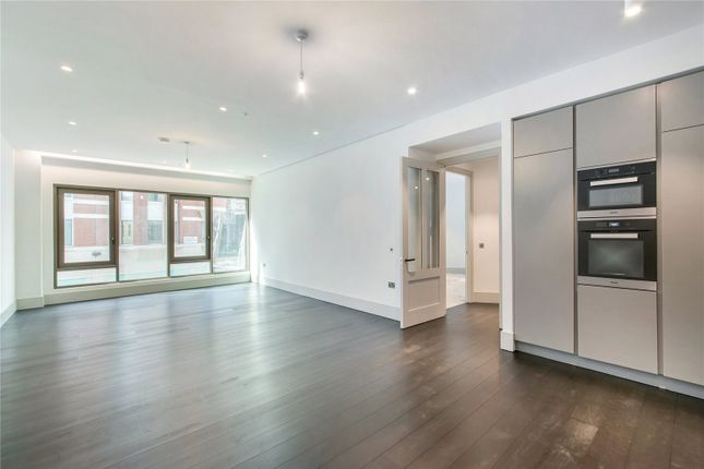 Thumbnail Flat to rent in Victoria Street, St. James's Park, Westminster, London
