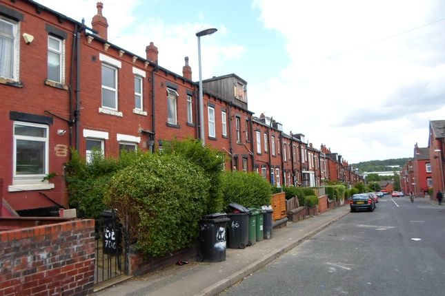 Thumbnail Flat to rent in Harlech Road, Leeds, West Yorkshire