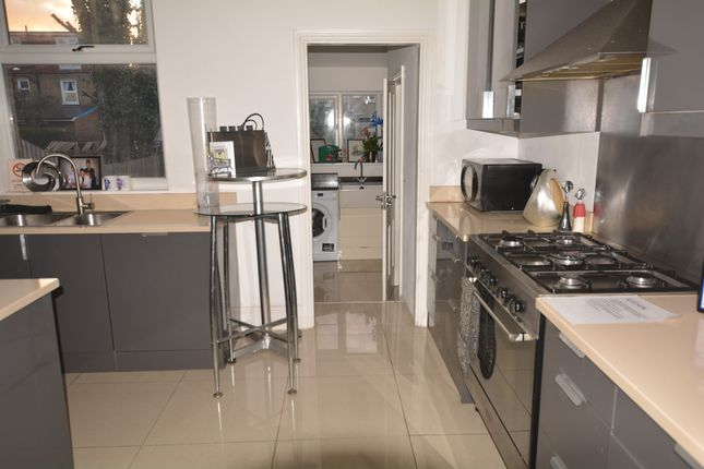 Thumbnail Room to rent in Broadfield Road, London
