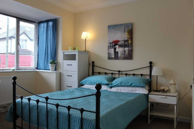 Thumbnail Room to rent in Deerbarn Road, Guildford