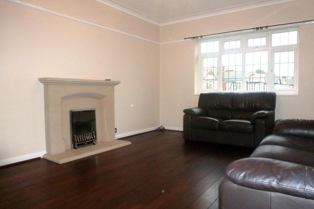 Thumbnail Flat to rent in Baronsmede, London