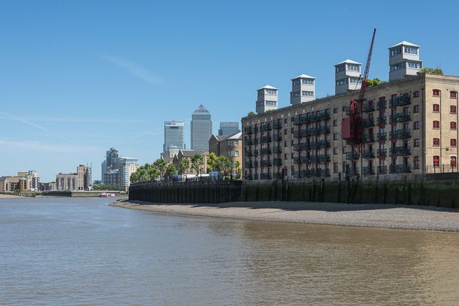 Thumbnail Flat for sale in Globe Wharf, Rotherhithe