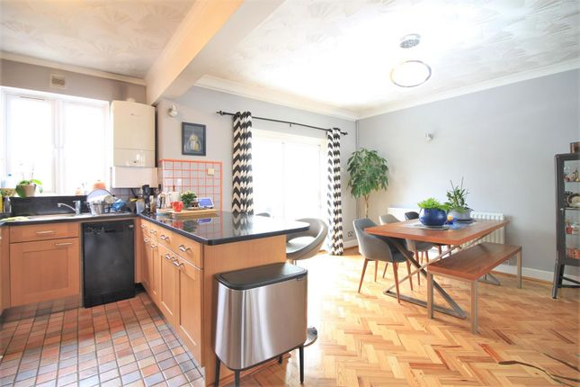 Thumbnail Semi-detached house to rent in Blossom Waye, Heston
