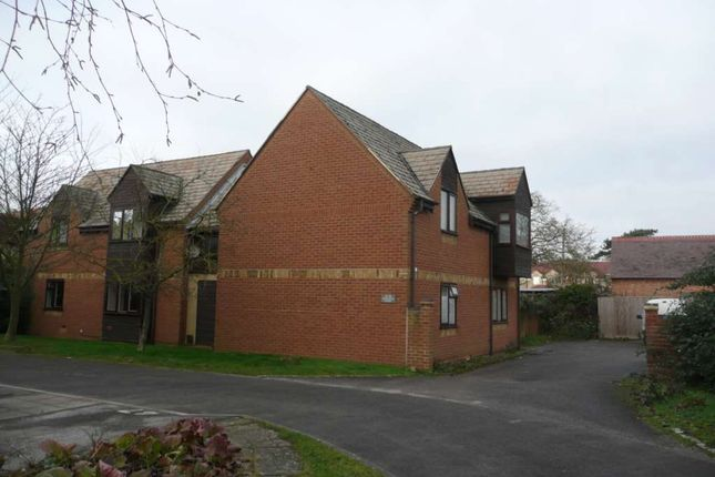2 bed flat to rent in Westholm Court, Bicester