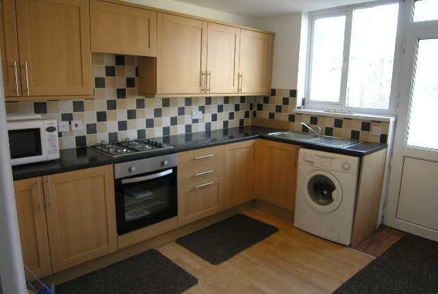 Thumbnail Flat to rent in Crwys Road, Cardiff