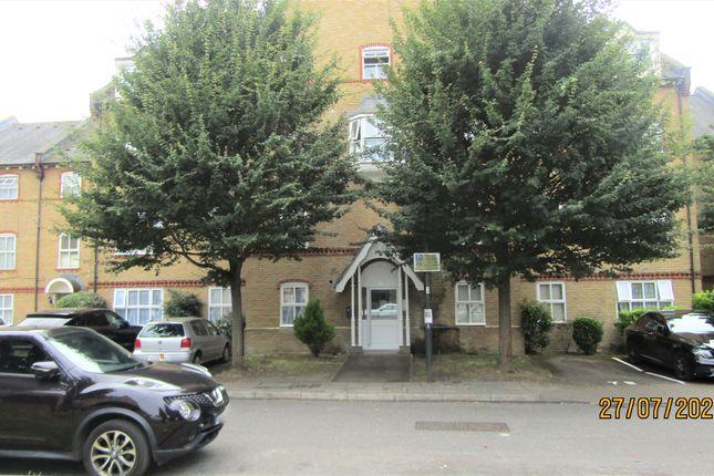 2 bed flat to rent in Chamberlayne Avenue, Wembley HA9