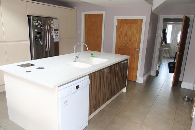 Kitchen of Greenside Avenue, Aintree, Liverpool L10