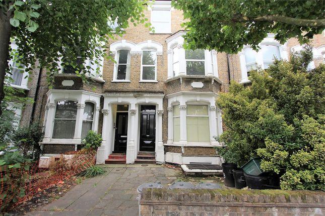 3 bed flat to rent in Hanley Road, Stroud Green