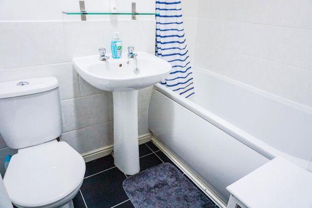 Family Bathroom of Buckden Close, Birmingham B37