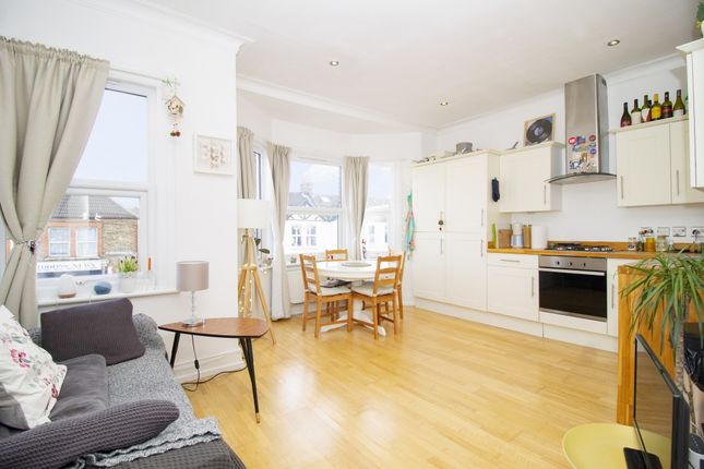 Thumbnail Flat to rent in Siddons Road, Forest Hill